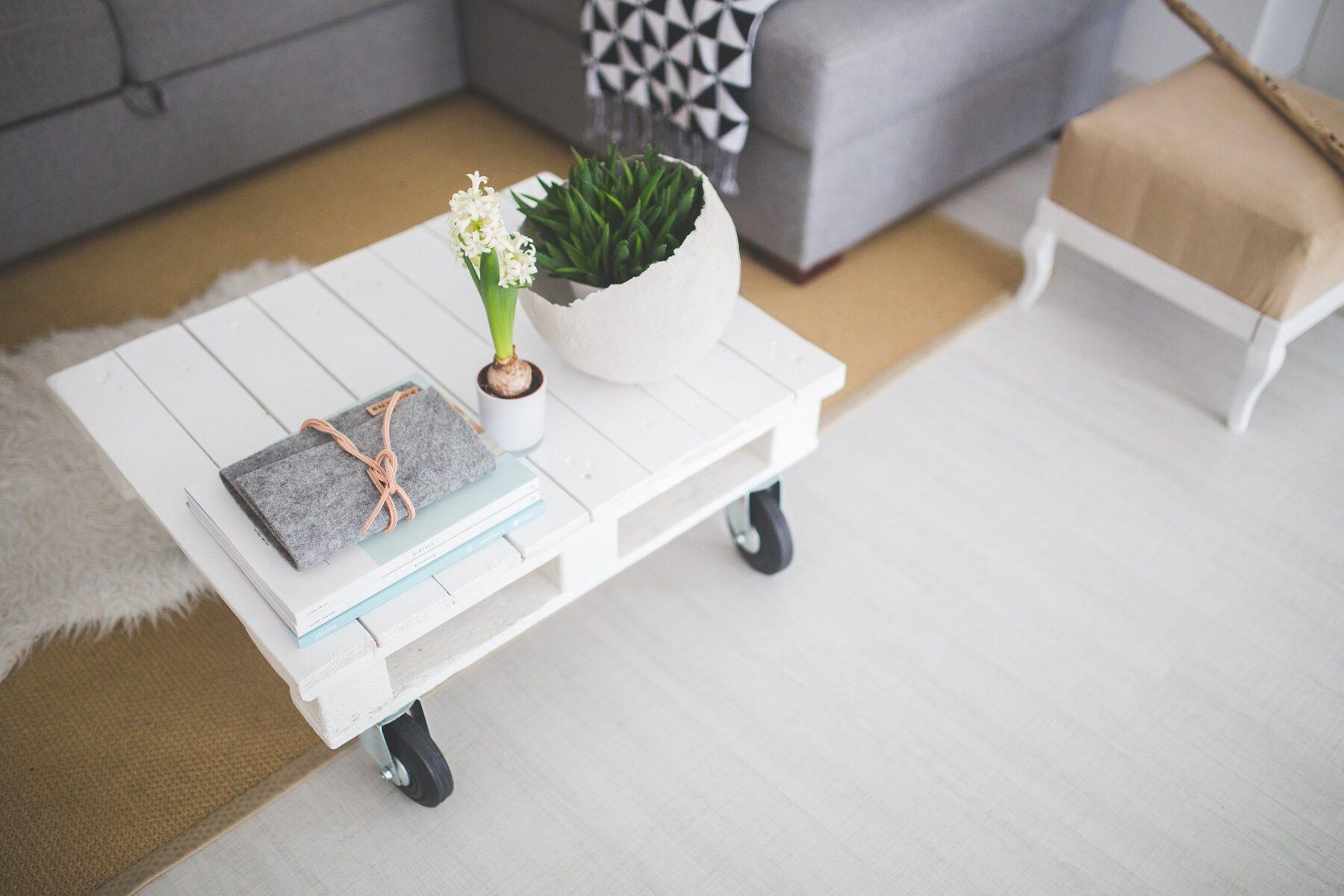 Inovativne klubske mizice za minimalistično notranjost